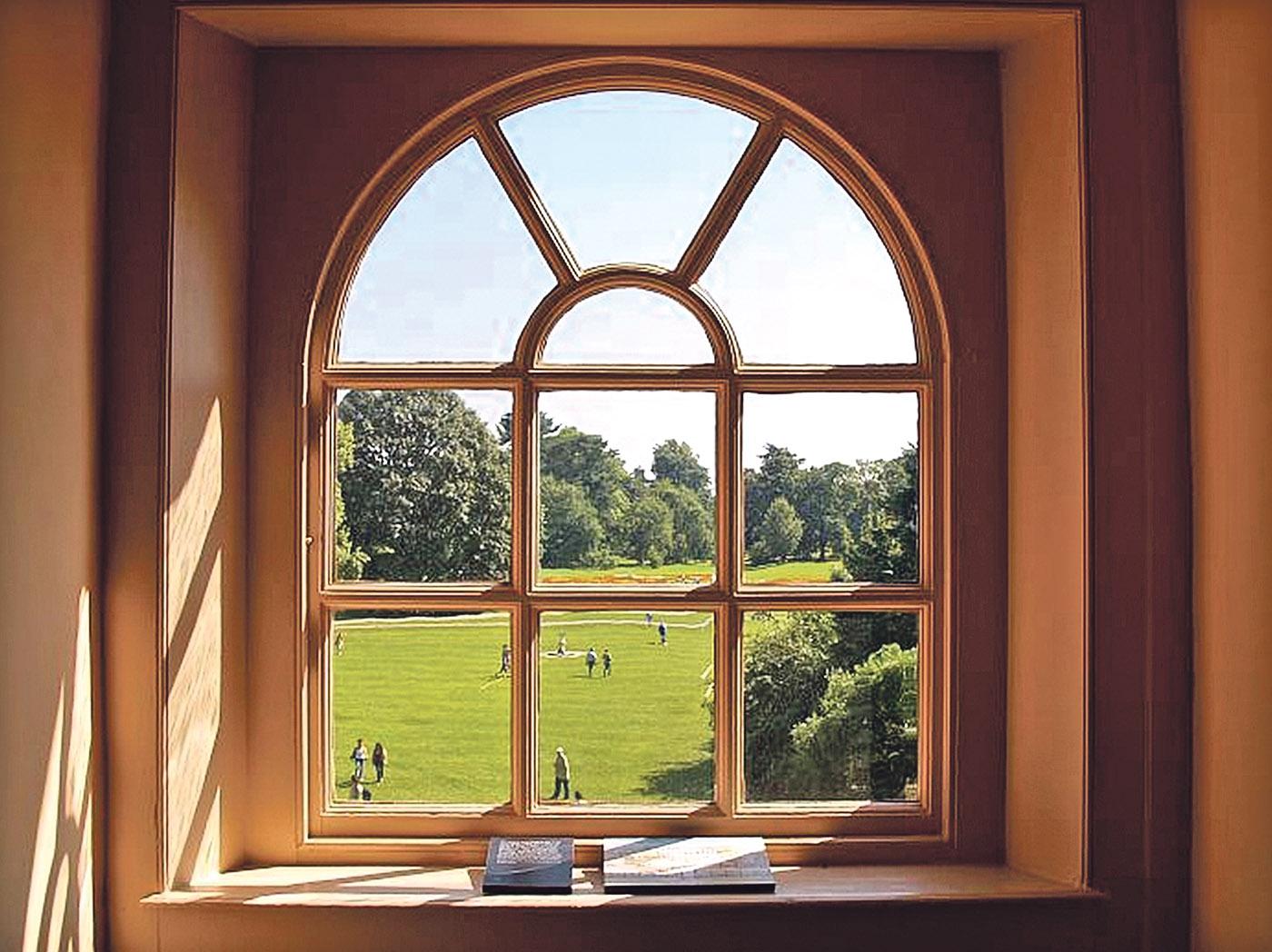 фото окно деревянное
