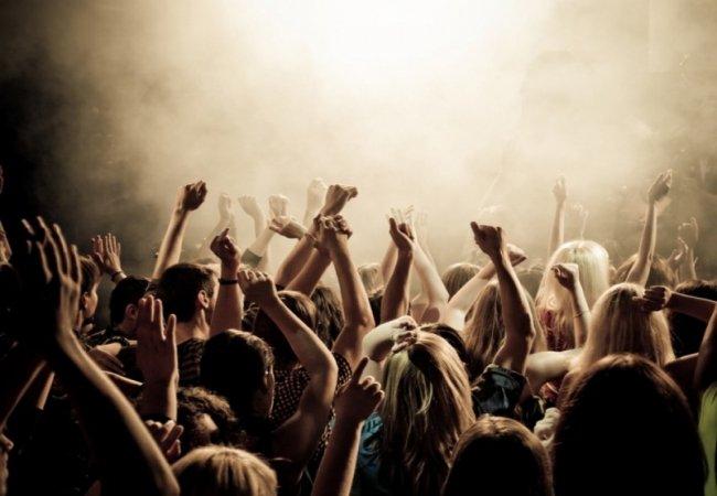 Почему больше всего слушают рок музыку?